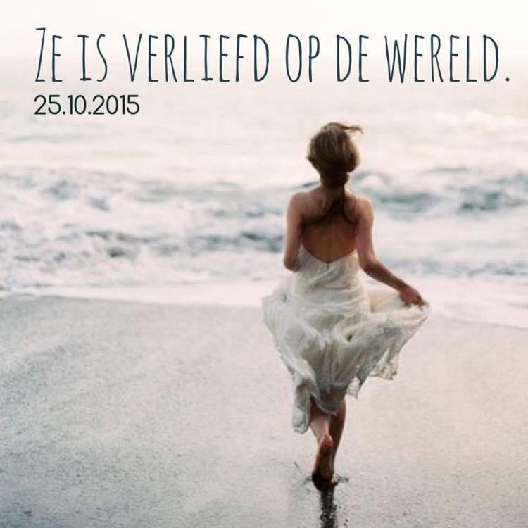 Het SchrijfCafé - Six Word Story - 25.10.2015 - Ze is verliefd op de wereld.